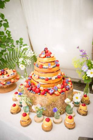 Wedding Cake, 'Cornish Tipi Weddings' (July 2015), photo by Kim Appleby